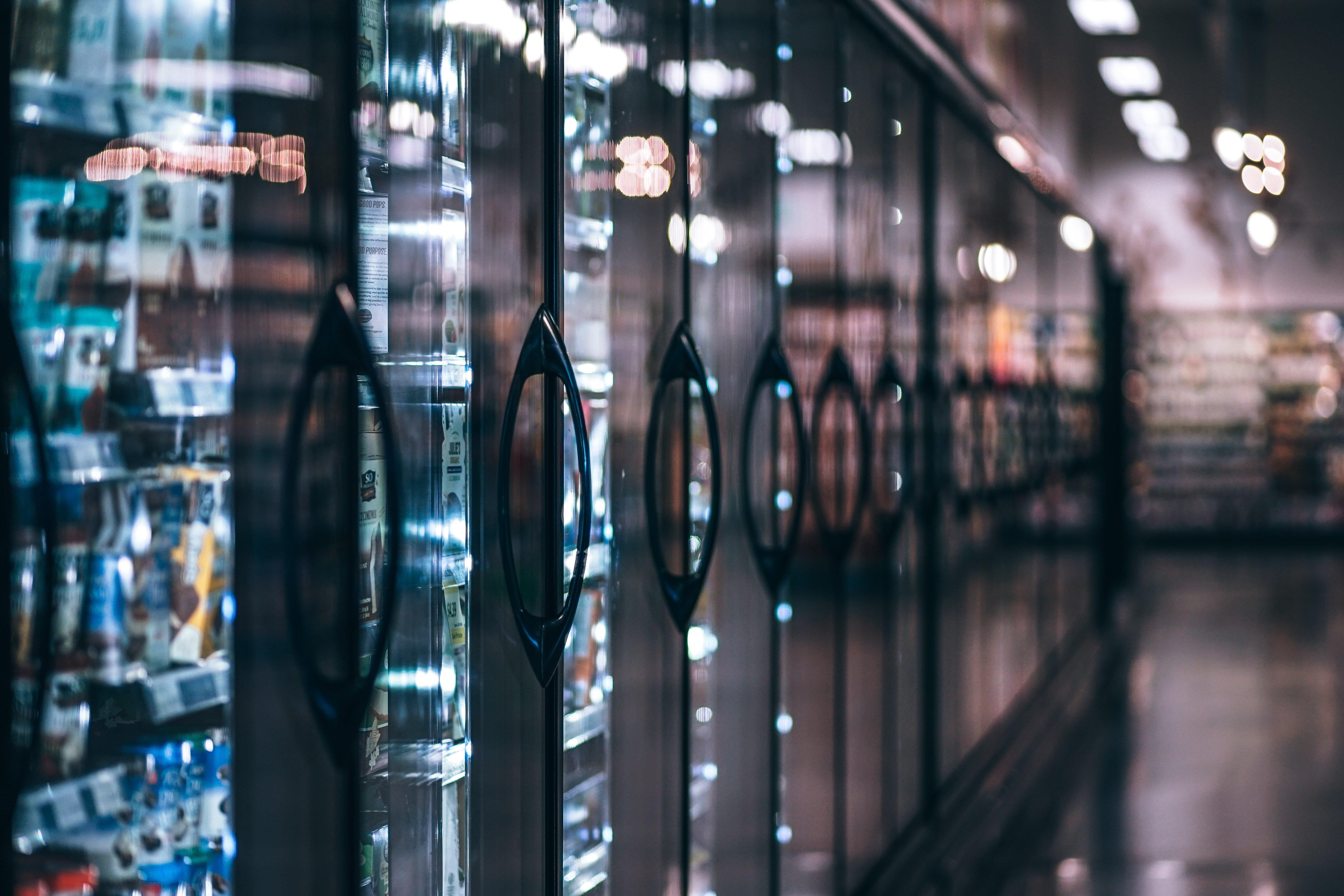 Kylmäkaapit kuluttavat ison osan kaupan käyttämästä sähköstä.