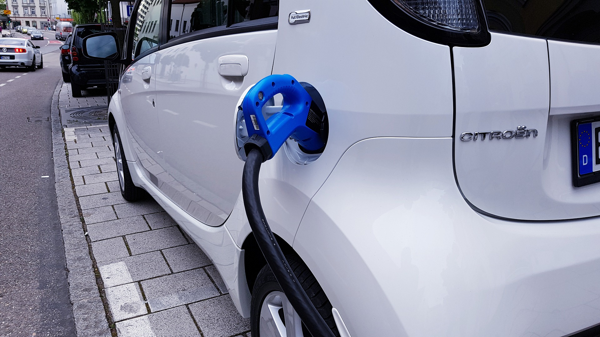 Taloyhtiö voi erottua edukseen tarjoamalla asukkaille sähköautojen latauspisteen